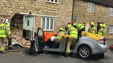 Car smashes into house in Oxford