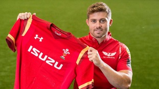 Wales full-back Leigh Halfpenny joins Scarlets