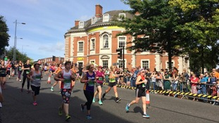 Thousands pound the streets for 10km run