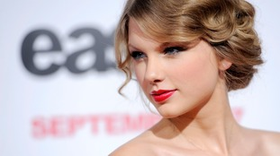 Taylor Swift says that David Mueller deliberately grabbed her under her skirt.