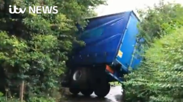 LORRY_TOPPLED