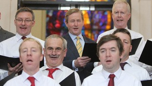 Taoiseach Enda Kenny joins in the Christmas singing