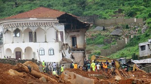 Volunteers search for bodies from the scene of heavy flooding and mudslides in Regent, near Freetown.