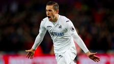 Everton completes £45 million deal to sign Gylfi Sigurdsson