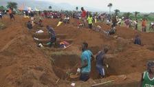 Sierra Leone mudslide: Survivors dig mass graves