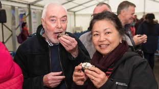 Many oysters were tasted by people who had never eaten them before