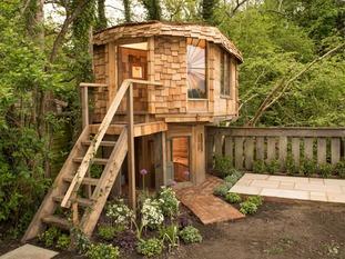 Summerhouse winner - mushroom house