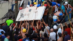 Mexico earthquake: Rush to rescue girl from collapsed school