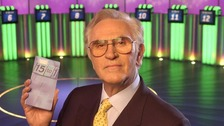 Fifteen to One presenter William G Stewart dies