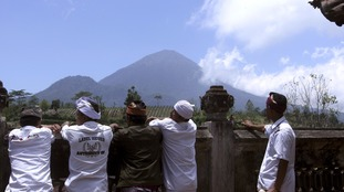 Bali volcano: 120,000 people flee over eruption fears