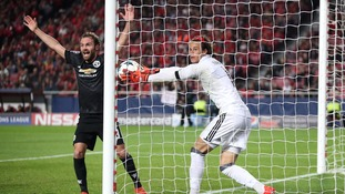 Manchester United win away against Benfica thanks to Rashford free-kick
