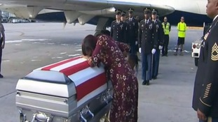 Myeshia Johnson received the body of her husband who was killed in Niger