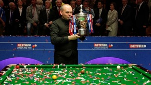 Stuart Bingham with the world championship trophy
