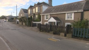 Two-feet-long double yellow lines confuse residents in Cornwall