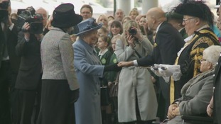 Queen is greeted as she arrives in Hull