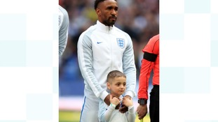 Jermain Defoe with SAFC mascot Bradley Lowery.