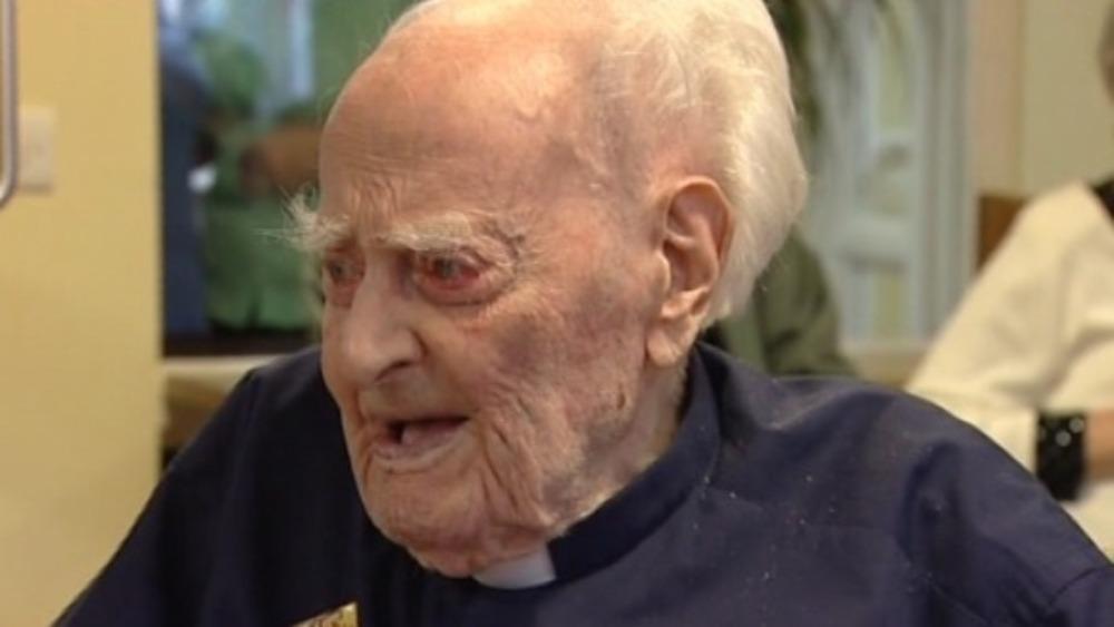 Britain's oldest man dies aged 110 - ITV News