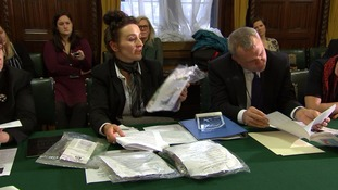 Ministers hold a meeting about mesh implants.