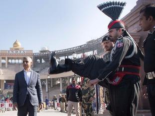 Sadiq Khan crosses at the Wagah border crossing from India into Pakistan