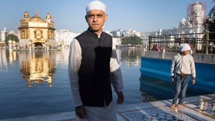 Sadiq Khan visits the Golden Temple in Amritsar in India