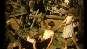 Children at play during the Hop picking
