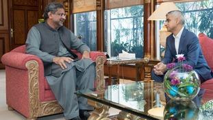Sadiq Khan meets Pakistani Prime Minister Shahid Khan Abbasi in Islamabad