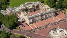 Man arrested for trying to climb Buckingham Palace wall