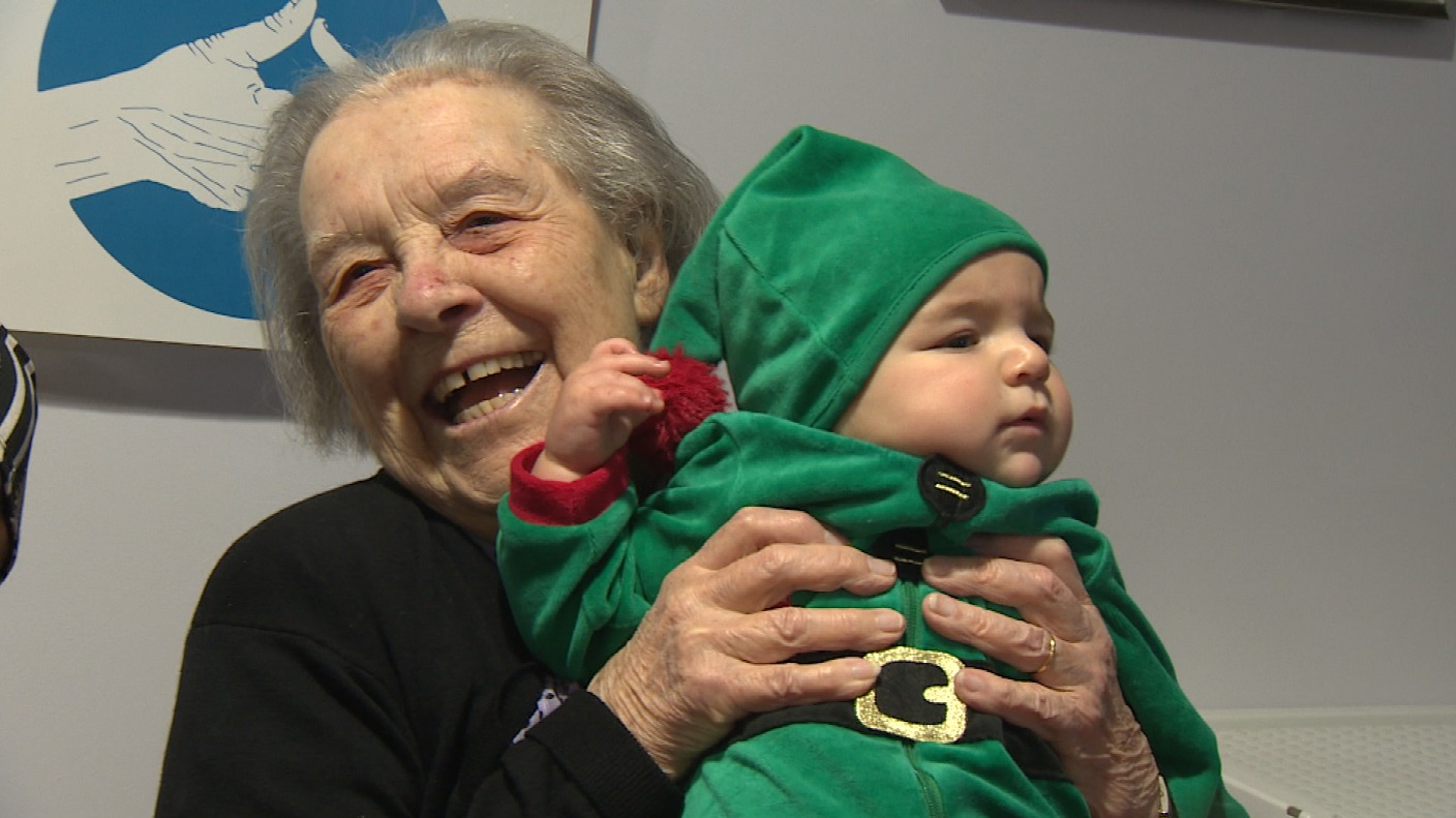 Little elves visit Norfolk care homes to help spread some festive cheer