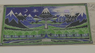 Tolkien had wanted red to be included in The Hobbit's cover art.