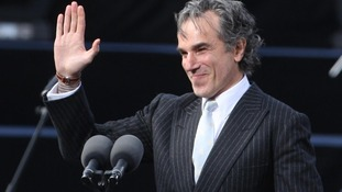 Daniel Day Lewis reads out a poem ahead of a speech by US President Barack Obama in 2011