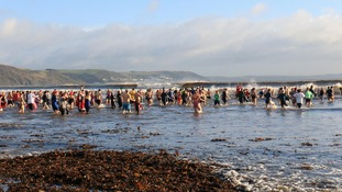 The dip raised over £1000 in donations for Looe Lifeboat Station.