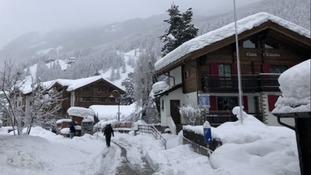 13,000 stuck at Swiss resort following heavy snowfall