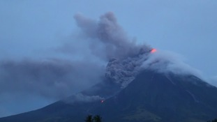 Over 30,000 flee as volcano threatens to erupt in Philippines