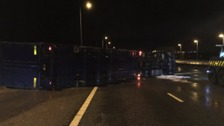 M6 Southbound closed after lorry overturns