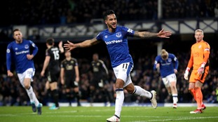 Theo Walcott struck twice as Everton beat Leicester at Goodison