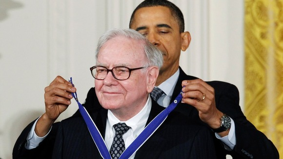 Investor and philanthropist Warren Buffet receives the Medal of Freedom from US President Obama at the White House in 2011