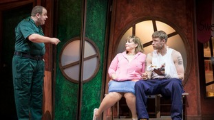 Freddie Flintoff bowls over fans in theatre debut