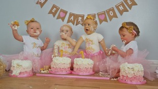 Lara's twin daughters alongside their cake doppelgängers