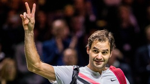 Roger Federer edges close to record-breaking return to world number one