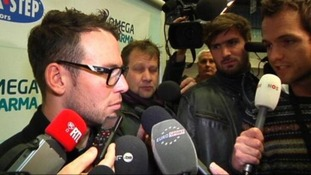 A reporter asks Mark Cavendish about Lance Armstrong's doping confession