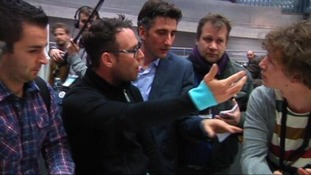 Mark Cavendish gestures towards the reporter who asked the offending question.