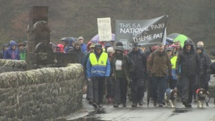 Hundreds gather at Thirlmere zip wire protest