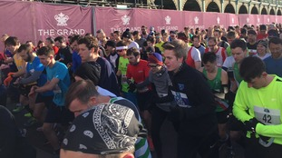Thousands aiming for PBs in the Brighton half marathon