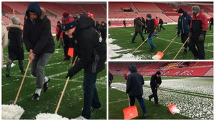 Chris Coleman helped SAFC staff clear the pitch at the Stadium of Light