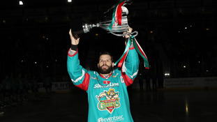 Giants parade trophy on home ice but fall to Clan