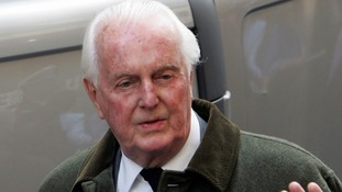 French fashion pioneer, Hubert de Givenchy, dies aged 91