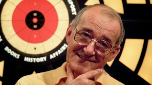Bullseye presenter Jim Bowen dies aged 80