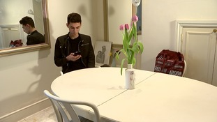 Ishmael tries to phone his parents in Syria from his flat in London