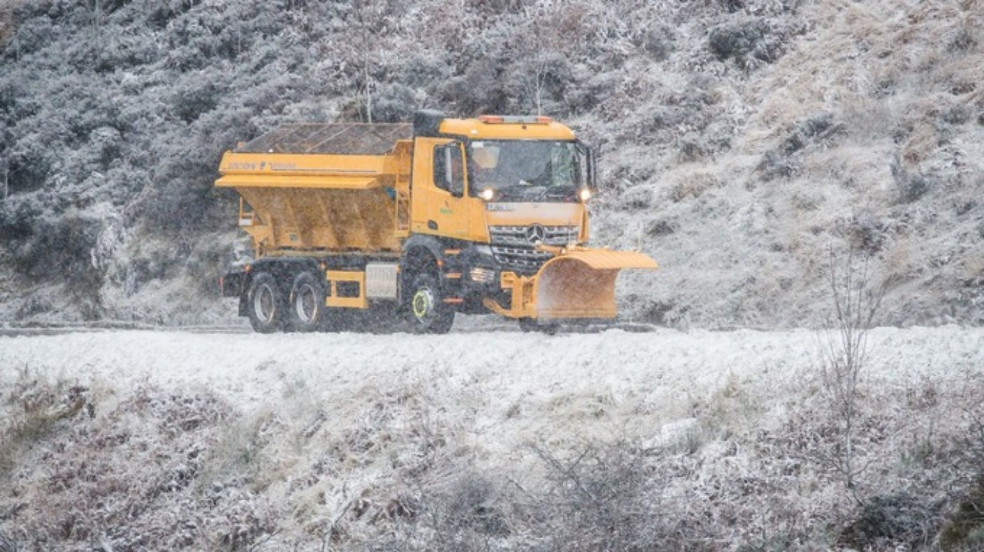 Widespread disruption as snow falls across wales wales - Paris weather 10 day forecast met office ...