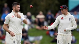 England need 10 wickets on final day against New Zealand after bad light brings early close